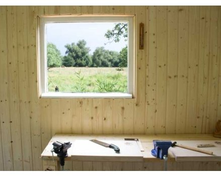 Ein Luxus: Holzwerken mit Blick ins Grüne