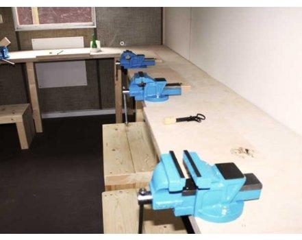 Stabile Schraubstöcke die dank der schweren und großen Bänke flexibel rereichbar sind. So werken Klein und Groß.