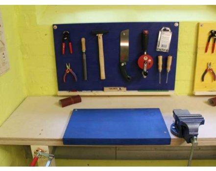 Beruhigendes blau - Eine stabile und austauschbare Arbeitsunterlage mit robusten Schraubstock