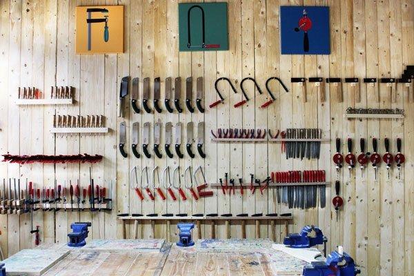 Die Werkzeugwand in der Kurswerkstatt der Werkkiste