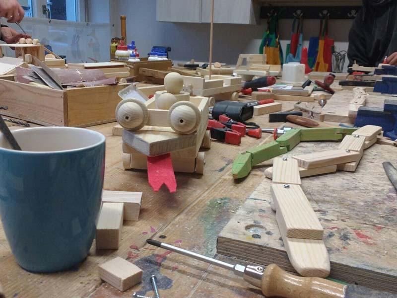 Holzwerken mit Kindergruppen